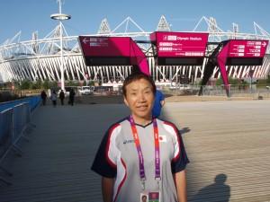 ロンドンオリンピック、「競泳日本代表チーム」にトレーナーとして帯同。「マッサージやはり治療」で選手をサポート。